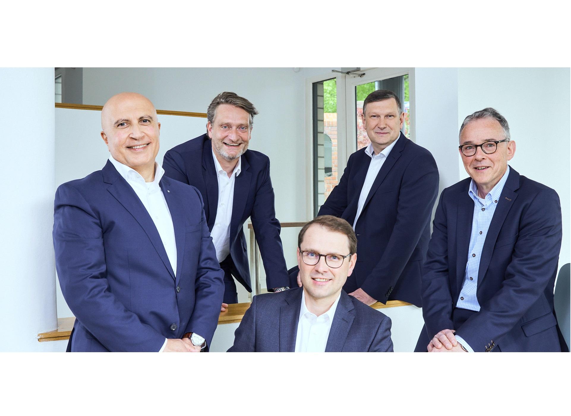 Die assmann gruppe hat die Weichen für die Zukunft gestellt – von links: (vorn) Mohamed Genedy, Ralf Uennigmann, Ulrich Schneider, (hinten) Christian Cramer, Eric Olaf Bruske.