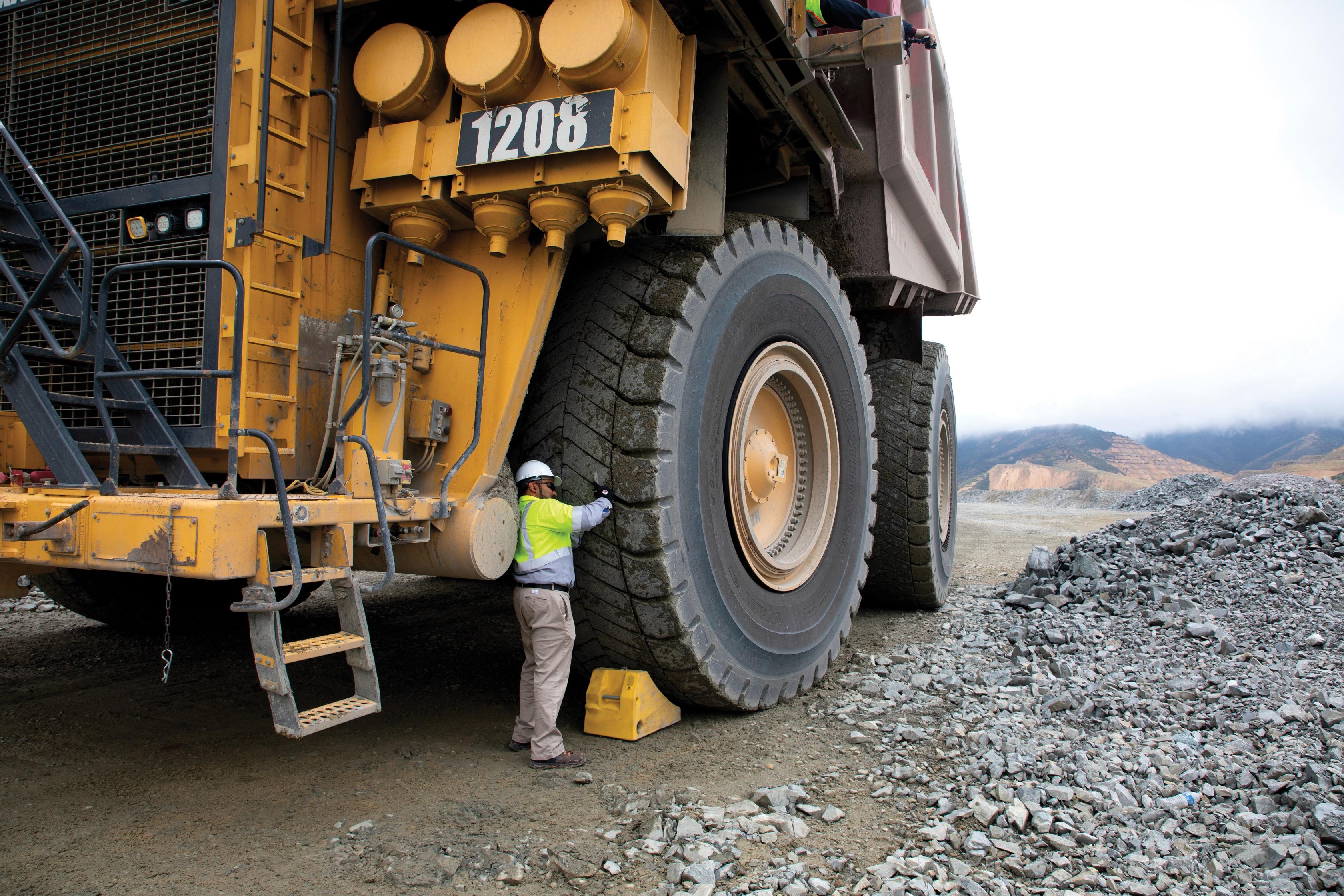 Die Bridgestone MasterCore Reifen Serie für den Tagebau (Bildquelle: Bridgestone)