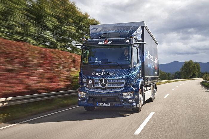 Mercedes-Benz eActros kurz vor Serienstart bei ersten Kunden in Deutschland und den Niederlanden im Realbetrieb