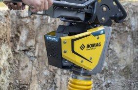 Wie ein konventioneller Stampfer: Der neue batterie-elektrische Stampfer BT 60 e von Bomag erreicht bei gewohnt robusten Maschinenattributen die gleiche Leistung.