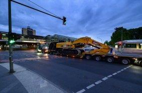 Frühmorgens in Berlin: Ein Kraftpaket auf dem Weg zu seinem neuen Arbeitsplatz.