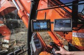 Neben einer Drohne kam auch ein GPS-gesteuerter Bagger zum Einsatz. © BAUER Gruppe