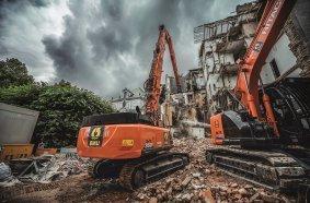 Der Bereich Bauer Umwelt der BAUER Resources GmbH wurde mit dem Abriss eines Wohngebäudes aus den 1950er Jahren im Münchner Stadtteil Lehel beauftragt.