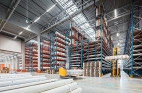 Das Areal umfasst eine 16.500 Quadratmeter große Logistikhalle sowie eine Umschlagsfläche von 6.500 Quadratmetern. (Quelle: Gebrüder Weiss / Wolfgang Croce)