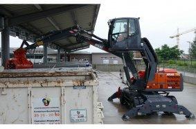 Der batteriebetriebene Atlas 200MH accu ist das absolute Highlight und ein technischer Meilenstein. Er wird bereits zur Müllverdichtung bei der Stadtreinigung Hamburg eingesetzt.