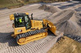 Der neue Cat D4 mit 13 Tonnen Einsatzgewicht erreicht mit seinem Cat C4.4. Motor der Stufe V rund 97 kW (132 PS).