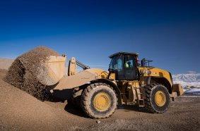 Eine Klasse höher positionieren sich neuen Typen Cat 982 und 982 XE mit 322 kW (438 PS) Motorleistung und rund 36 Tonnen Einsatzgewicht.