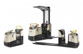 """Ergonomisch weiterentwickelt und mit """"QuickPick® Remote Ready""""-Option bestellbar: die Schlepper der TC Serie und die Kommissionierer der MPC und GPC Serien von Crown (v.l.n.r.)."""