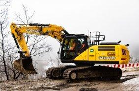CASE Bagger beim Wiederaufbau und der Sicherung des Geländes im Einsatz