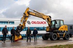 Von der Neu-Entwicklung bei OILQUICK sind wir sehr überzeugt: Arnold Schuh (HYDREMA Regionalleiter Süd-West), Franz Schauer (Geschäftsführer OILQUICK), Martin Werthenbach (HYDREMA Vertriebsleiter), Dirk Steffenhagen (Konstrukteur bei OILQUICK).
