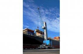 Konecranes Gottwald Modell 7 Hafenmobilkran beim Containerumschlag