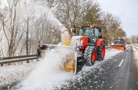Gut 1.300 m3 Schnee fräst der Kubota M7 mit der Schneefräse pro Stunde.