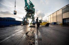 Leistungsfähige Hyster® Stapler für Coil-Transport bei Oxelösunds Hamn in Schweden