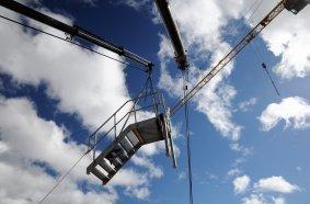 Der Himmel voller Krane. Eine Momentaufnahme während der AST Mobilkran-Prüfung. Fotos: AST GmbH