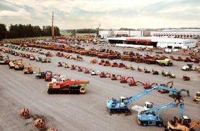 Das Auktionsgelände in Moerdijk, Niederlande bereitet sich auf die nächste erfolgreiche Online-Versteigerung gebrauchter Baumaschinen vor.