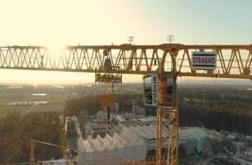 Strabag setzt größten jemals gebauten Potain-Topless-Turmdrehkran MDT 809 für den Bau der Teilchenbeschleunigeranlage FAIR in Deutschland ein