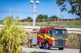 Die neue Mannschaftskabine von Volvo Trucks wurde in Zusammenarbeit mit Unternehmen wie Rosenbauer, einem der weltweit führenden Aufbauhersteller für Einsatzfahrzeuge, für den globalen Markt entwickelt. Dies ist ein Prototyp des Volvo FM mit Rosenbauers ET-Karosserie für die australische Feuerwehr.