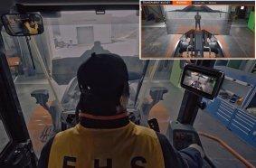 """Doosan Infracore hat die weltweit erste """"transparente Schaufel"""" für Radlader vorgestellt, die es dem Fahrer ermöglicht, tote Winkel vor der Schaufel der Maschine zu sehen. Auf den Bildern: Die mit der """"transparenten Schaufel"""" ausgerüsteten Maschinen im Einsatz."""