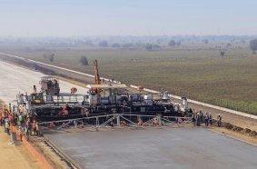 """""""Tolle Arbeitsgeschwindigkeit. Einfache Wartung. Die Maschine funktionierte reibungslos, auch während der Rekordveranstaltung."""" Mr. Thanvir Khan, Projektleiter (Site Manager), Patel Infrastructure Pvt. Ltd."""