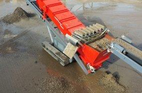 Der ebenfalls neu konstruierte Bürstenband des wash-bear® track gewährleistet den kontinuierlichen  Austrag der abgeschiedenen Leichtstoffe.