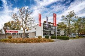 Der Technikstandort Ilsfeld im Landkreis Heilbronn. Insgesamt beschäftigt WOLFFKRAN an den drei Standorten 377 Menschen. Sie sollen in diesem Jahr alle eine umfassende Schulung zum Thema Klimaschutz im Arbeitsalltag erhalten.