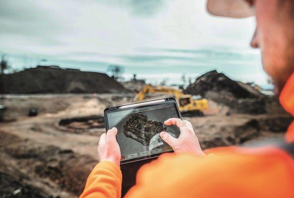 Neben Drohne, Roverstab und Tablet setzte das Bauer-Team auch bei der Baustellendokumentation auf ein digitales Tool: das digitale Bautagebuch.