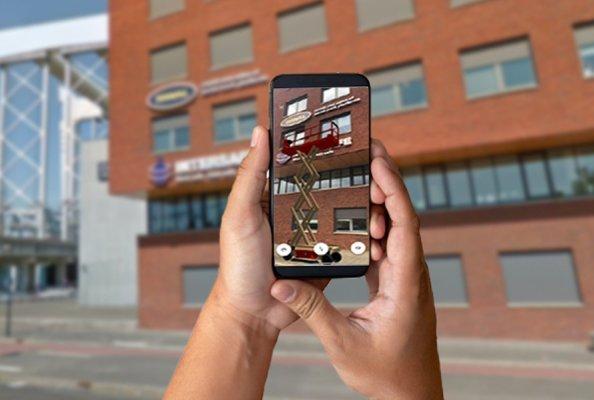 Die Augmented-Reality-Funktion in der kostenlosen My Riwal Rental App ermöglicht die maßstabsgerechte, virtuelle Darstellung einer Arbeitsbühne in der realen Arbeitsumgebung auf dem Smartphone. © Riwal