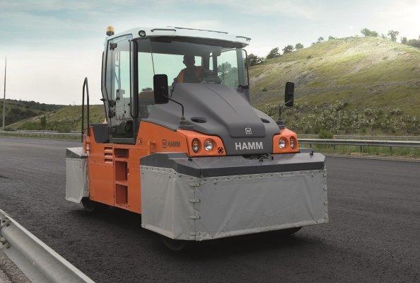 Wie die meisten Hamm Gummiradwalzen in der Türkei wurde auch die nahe Ankara eingesetzte HP 280 mit thermischen Schürzen ausgestattet.