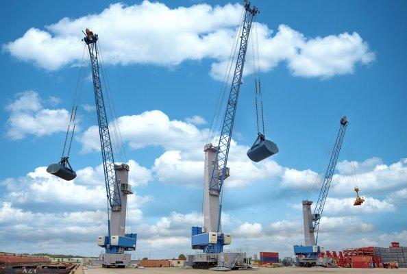 Klar erkennbar: Konecranes Gottwald Hafenmobilkrane der Generation 6 zeigen quer durch die Palette ein einheitliches Gesicht. Die neuen Krane sind modular aufgebaut und als Allrounder sowie als Spezialisten verfügbar.