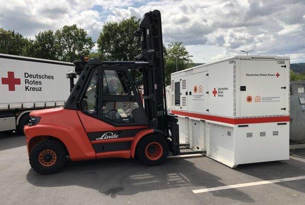 Bereit, jederzeit mitanzupacken: der Linde-Dieselstapler mit acht Tonnen Tragfähigkeit im Verteilzentrum des DRK in Koblenz.