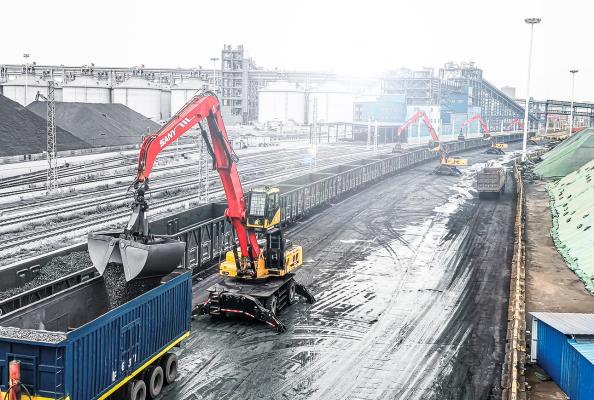 Leistungsstarker Motor und große Reichweite –  die neue SANY Materialumschlagmaschine schafft richtig was weg.