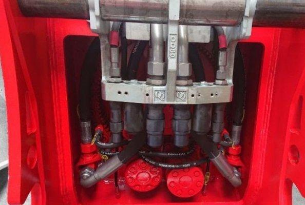 ROQ-Serie - vollintegrierter- hydraulischer Schnellwechseladapter ist Oilquick CLEAN SYSTEM ready