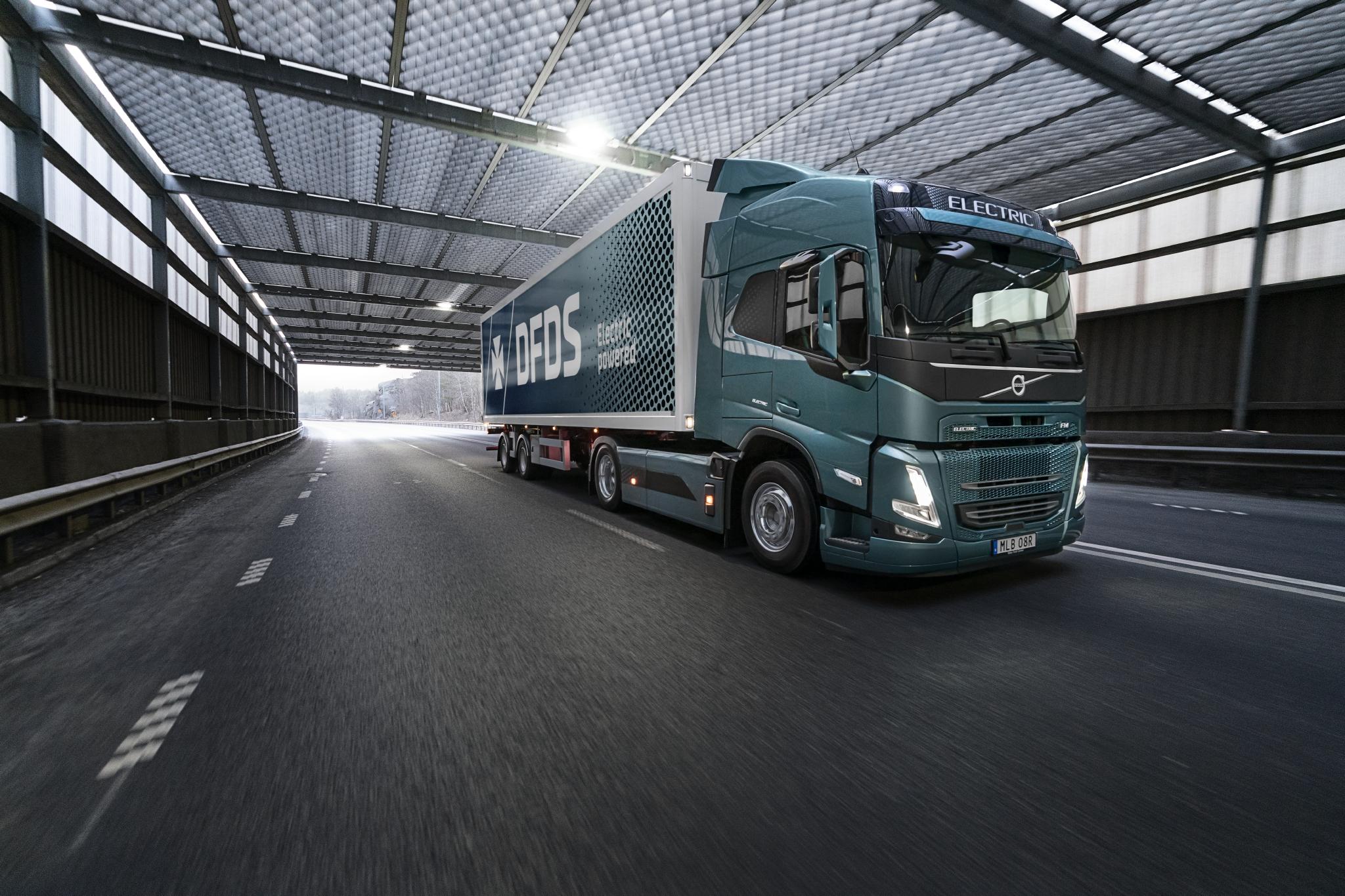 DFDS wird einer der ersten sein, der einen Volvo FM Electric im gewerblichen Verkehr einsetzt. Der Lkw wird das Werk von Volvo Trucks in Göteborg beliefern.