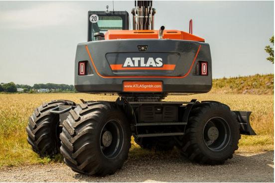 Mit seinen riesigen Reifen der Abmessung 710/45-26,5 20 PR ist der Big Foot auf dem Markt die Maschine mit der höchsten Bodenfreiheit und dem geringsten Bodendruck.