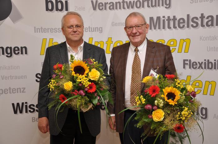 Abschied aus dem Vorstand: Nach langjähriger engagierter Arbeit als Fachgruppenleiter schieden Günter Neuendorf (l.) und Friedhelm Krämer (r.) aus dem bbi-Vorstand aus. © bbi