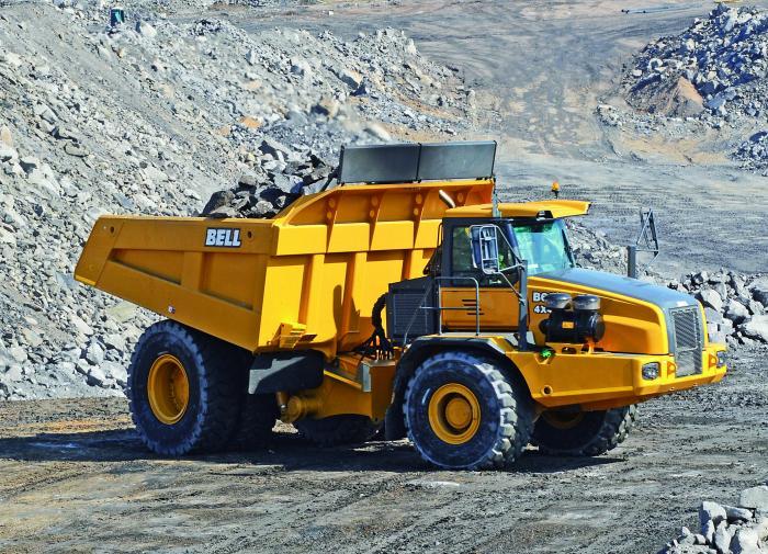 Mit dem 60-Tonnen-Knicklenker B60 will Bell Equipment eine Ergänzung oder Alternative zu klassischen SKW in Tagebauen bieten.