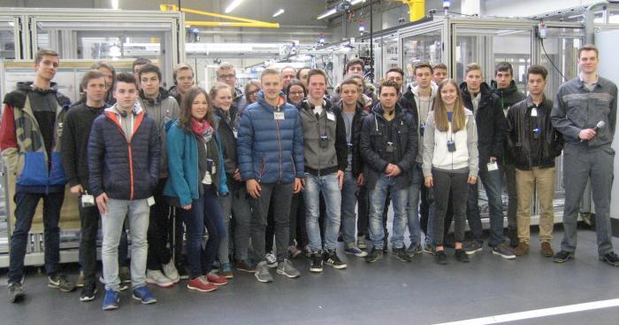 Was möchte ich später einmal werden? 26 Gymnasiasten der Robert-Bosch-Schule in Ulm informierten sich bei Bosch Rexroth in Elchingen über Ausbildungs- und Studienmöglichkeiten.