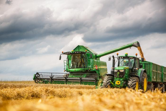 NEW John Deere W- and T-Series Combines Harvest in Record