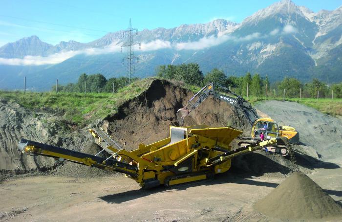 Auch als Keestrack K4 steht die kompakte Schwerlast-Siebanlage Novum für höchste Effizienz in der 30-Tonnen-Klasse.
