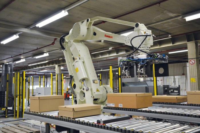 Individuelle Palettenkommissionierung mit Kawasaki Robotics