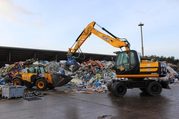 TECKLENBORG-Bremen liefert JCB – Teleskop und -Umschlagbagger in den Recyclingeinsatz