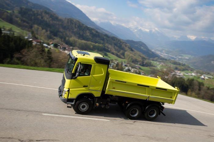Alle 16 Lkw der neuen Bau-Demo-Flotte in Deutschland sind limettengrün lackiert.