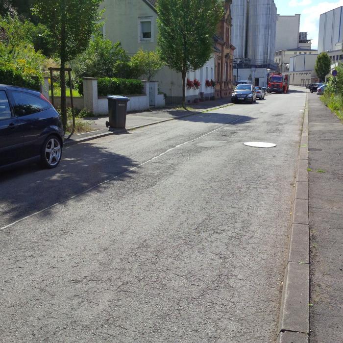 Straßenzustand vor der Sanierung.
