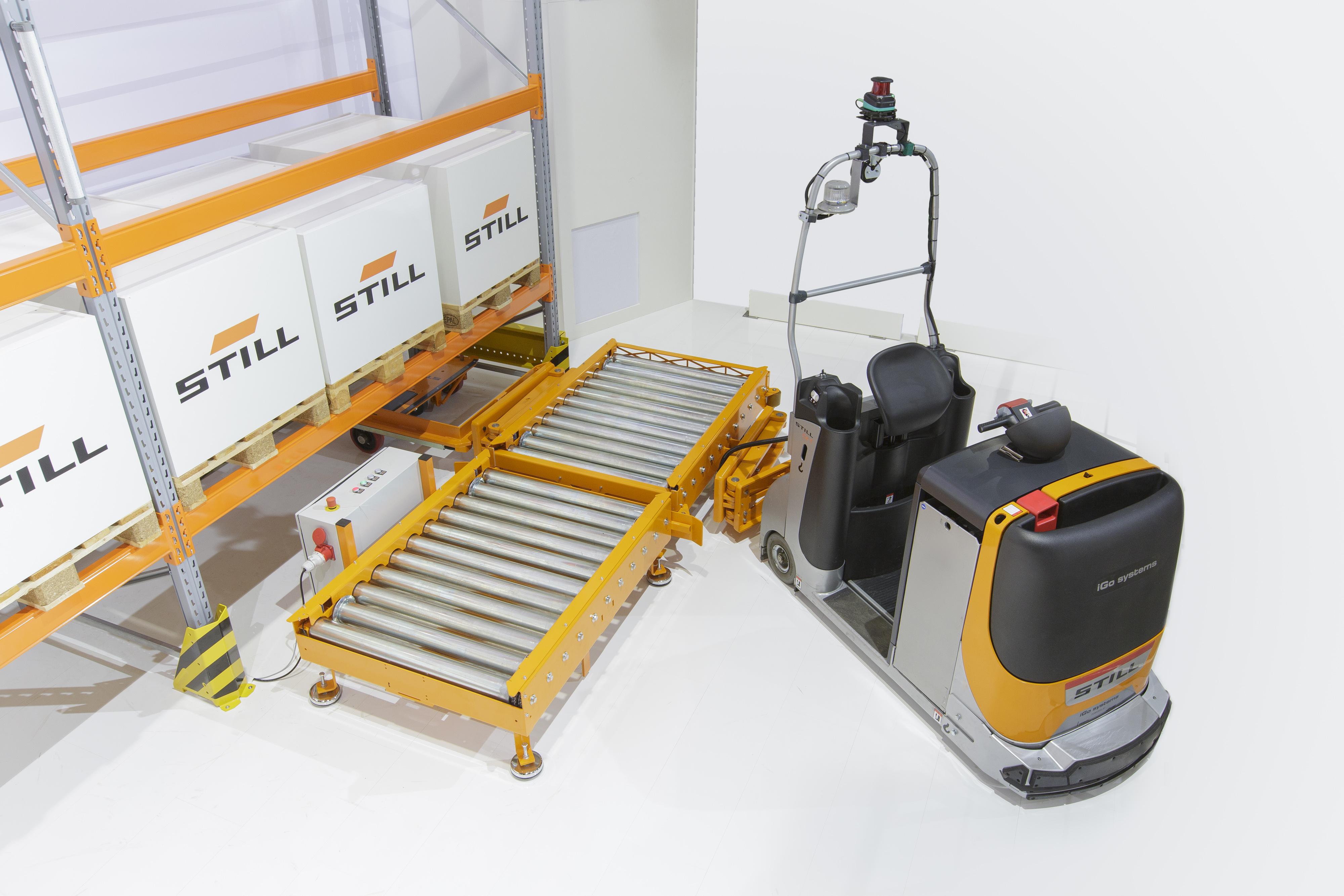 Das Herzstück der automatisierten  STILL Routenzuglösung sind der  automatisierte Standard E-Rahmen  und die Übergabestationen.