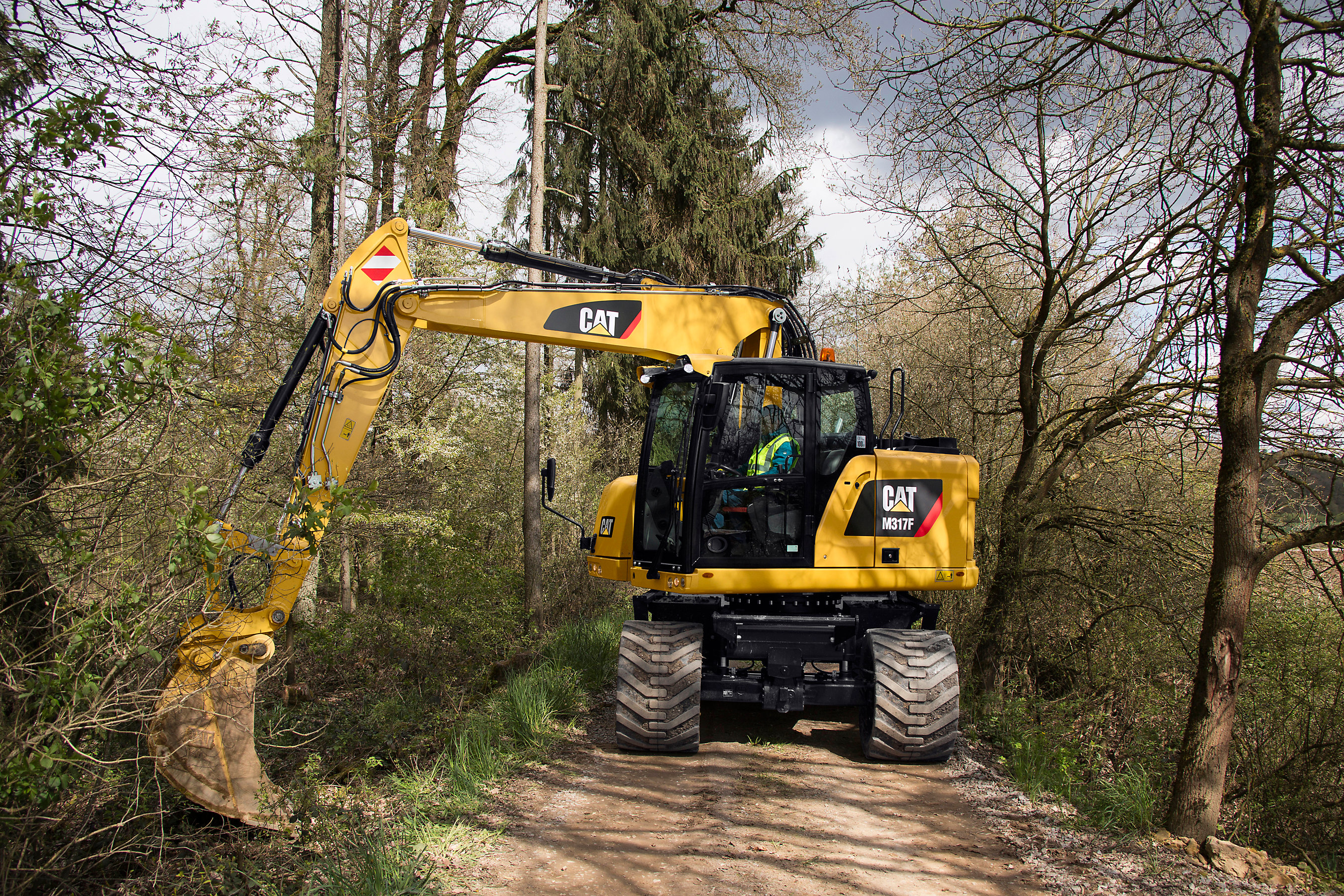 Cat® M315F & M317F Wheeled Excavators