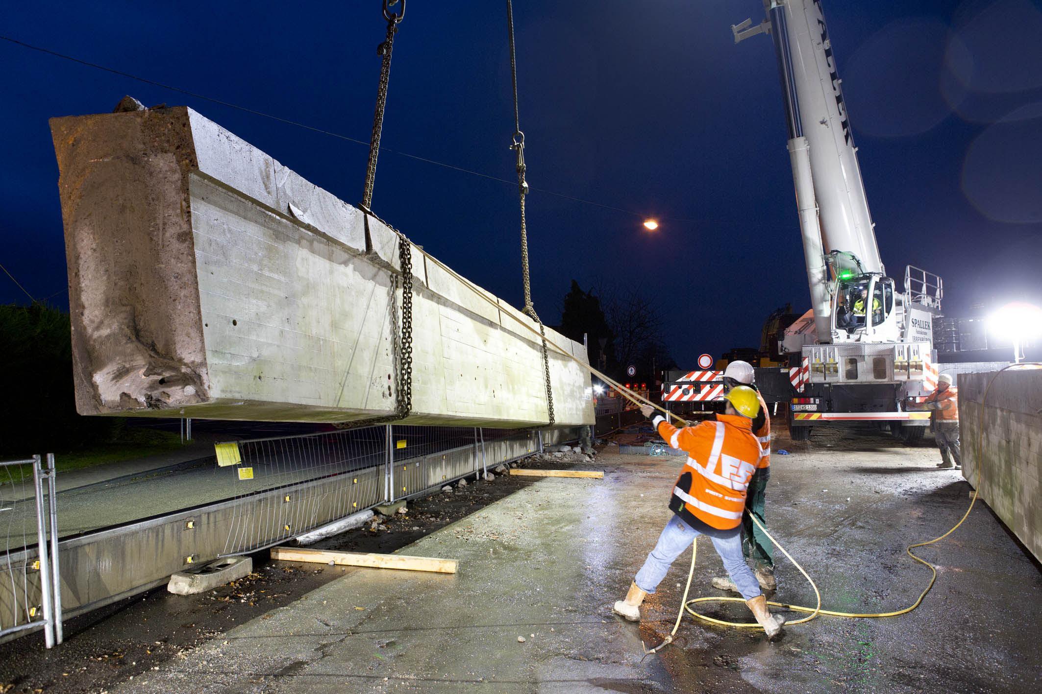 42 Tonnen am Haken des LTM 1300-6.2 von Spallek.