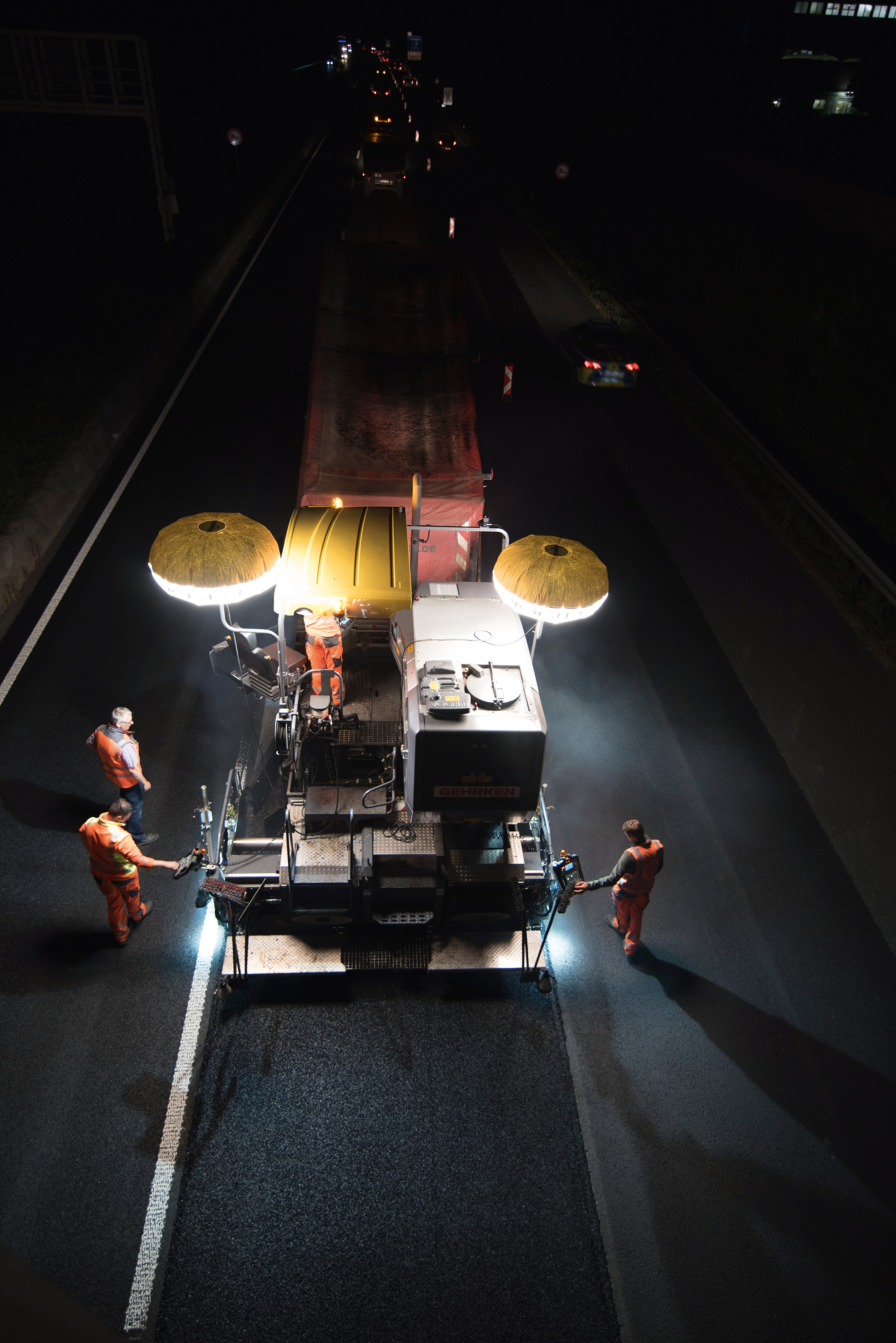 "1,300 m in each shift: To prevent full road closure, Wirtgen and Vögele machines worked night shifts to rehabilitate the busy A1 federal highway ""overnight"". Some of the OPA mix was produced by a Benninghoven asphalt mixing plant type BA 3000"