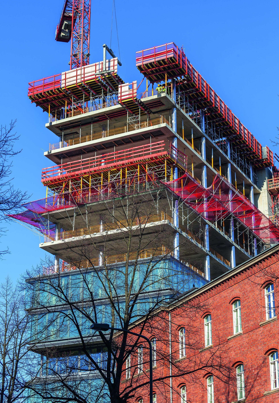 Auf Basis eines durchdachten PERI Schalungs- und Sicherheitskonzepts wurden die 16 Geschosse des Düsseldorfer Bürohochhauses im regelmäßigen 2-Wochen-Takt fertiggestellt. (Foto: PERI GmbH)