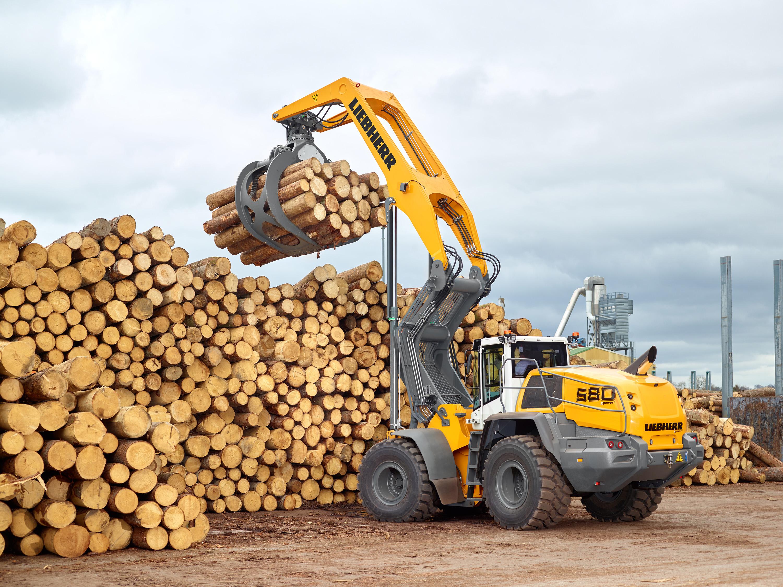 Kraftvoller Antrieb, robustes Hubgerüst, optimierte Holzgreifer: Der L580 LogHandler XPower® ist eine leistungsstarke Maschine für den Holzumschlag.
