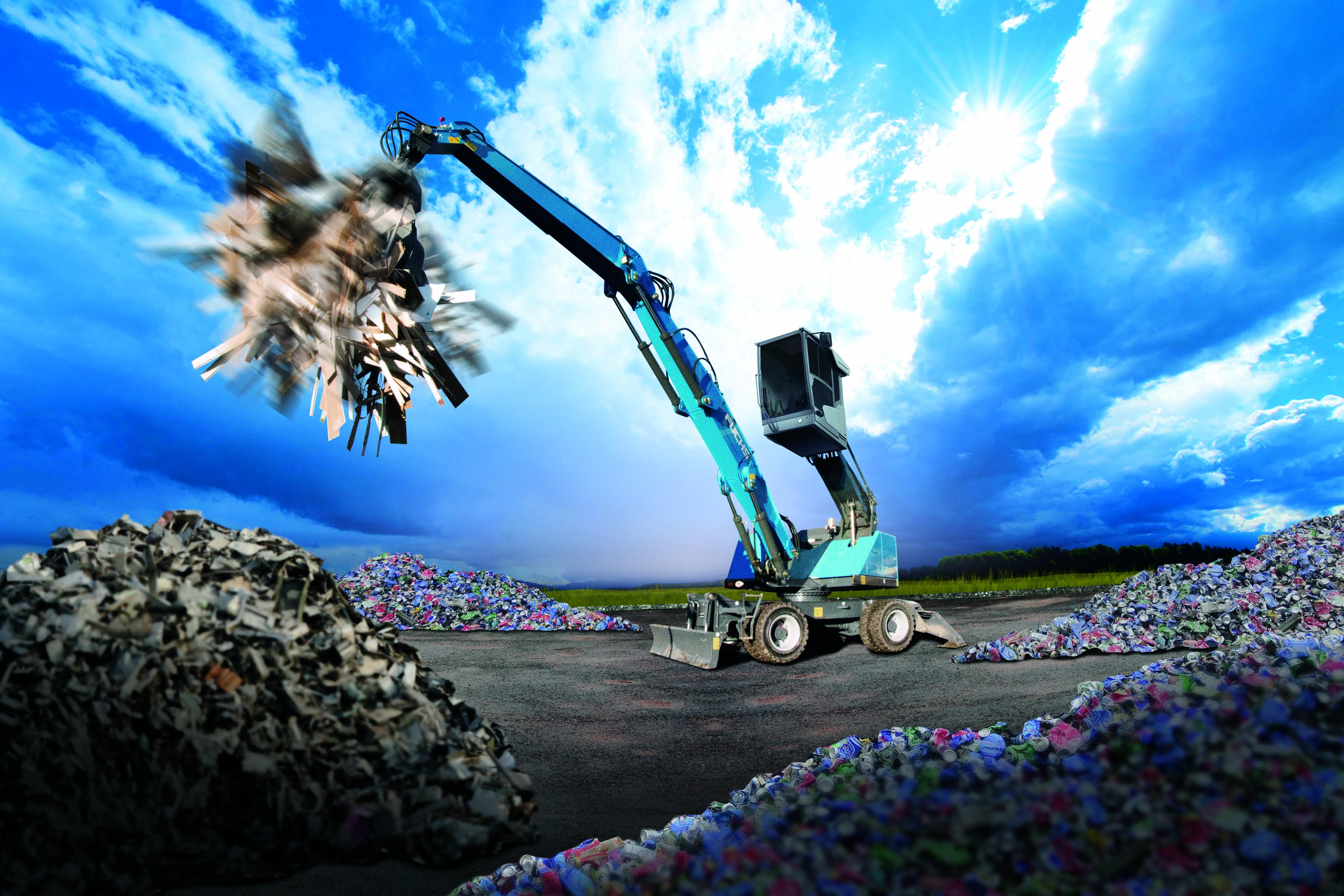 Effizienz, Flexibilität, Leistungsstärke sowie Durchhaltevermögen sind Eigenschaften, die auf der Anforderungsliste im Recyclingeinsatz ganz oben stehen. Fuchs Maschinen sind bestens gerüstet für den erfolgreichen und volumenstarken Umschlag auf dem Freigelände oder in der Halle. Sicherer Stand und hohe Belastbarkeit auch bei großen Arbeitsradien, die ebenso sanfte wie präzise und schnelle Ladehydraulik, eine extrem robuste Statik und gleichermaßen kraftvolle wie sparsame Motoren sind Merkmale, die auf Recyclinghöfen nicht mehr wegzudenken sind